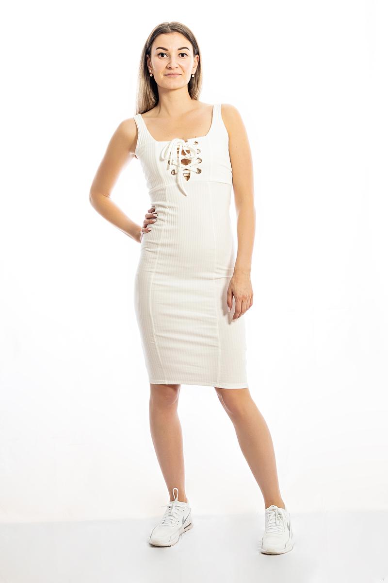 Balta pieguļoša kleita
