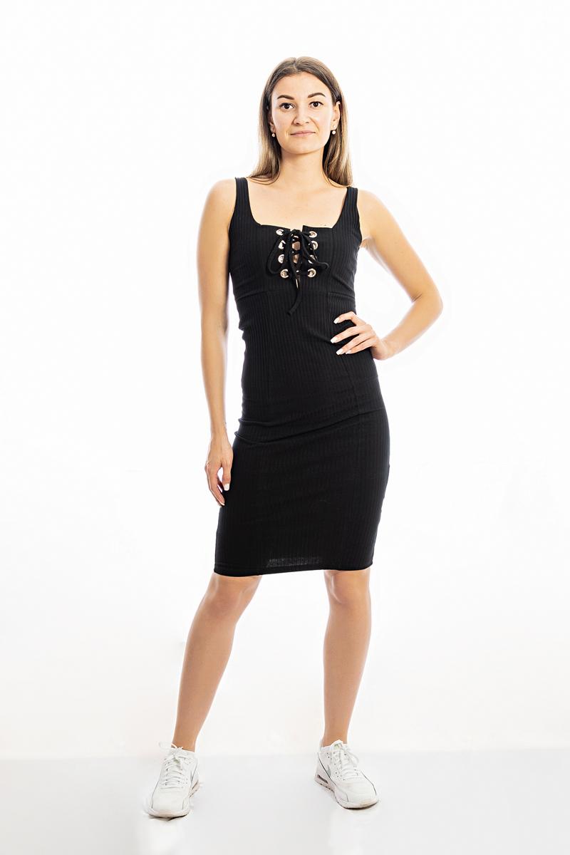 Melna pieguļoša kleita