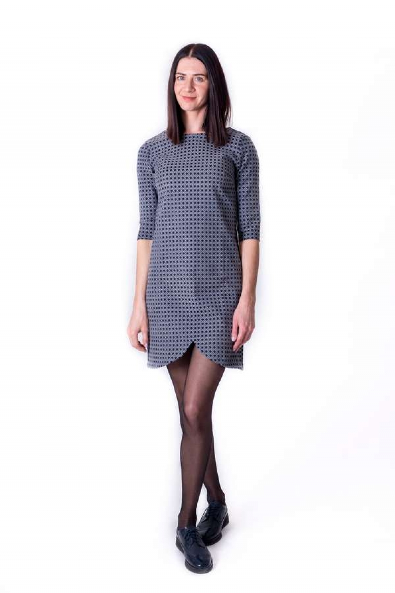 Pelēka kleita ar asimetrisku apakšu