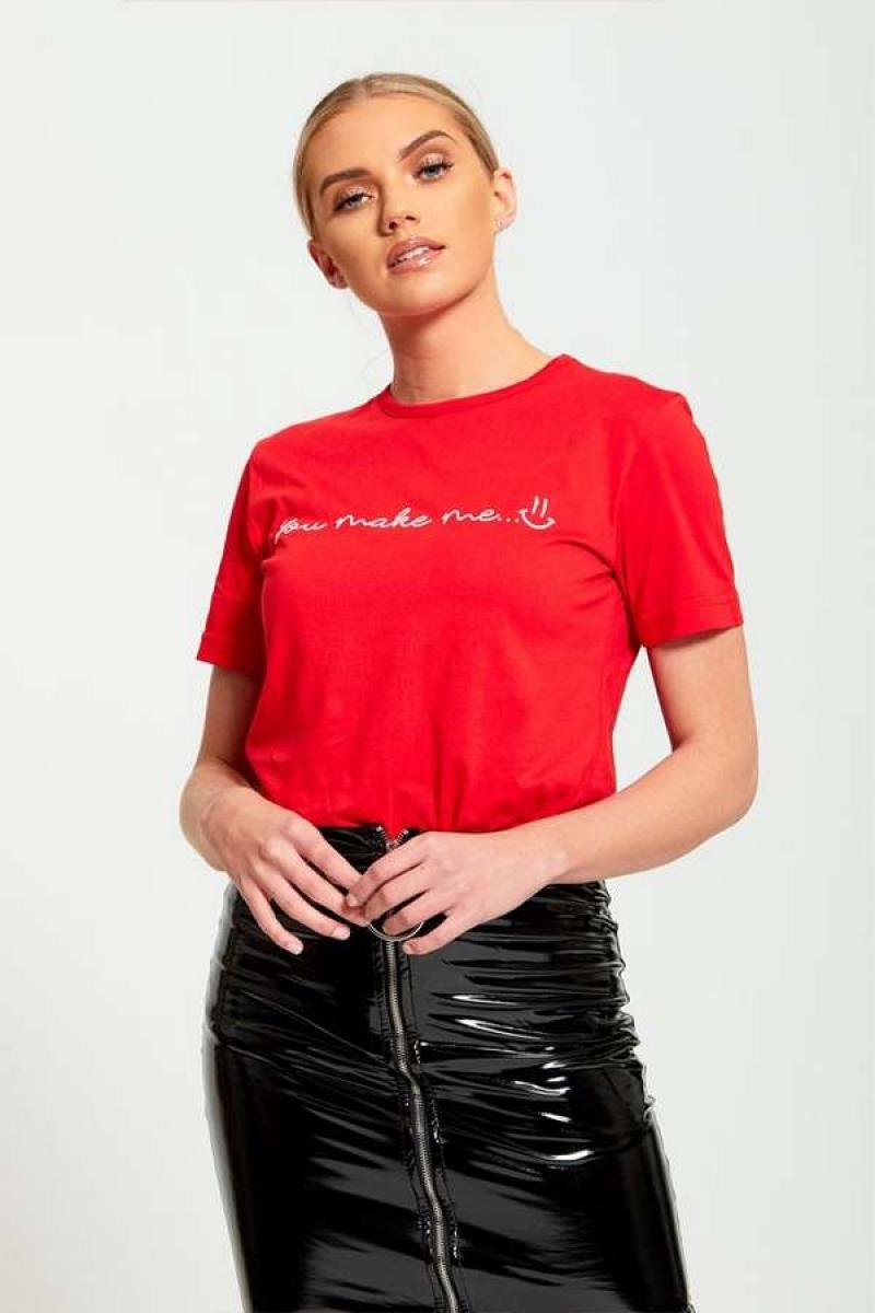 Sarkans pagarināts T-krekls ar apdruku